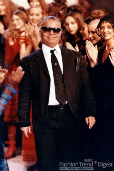 Karl为Chanel 1993/1994 秋冬时装秀谢幕