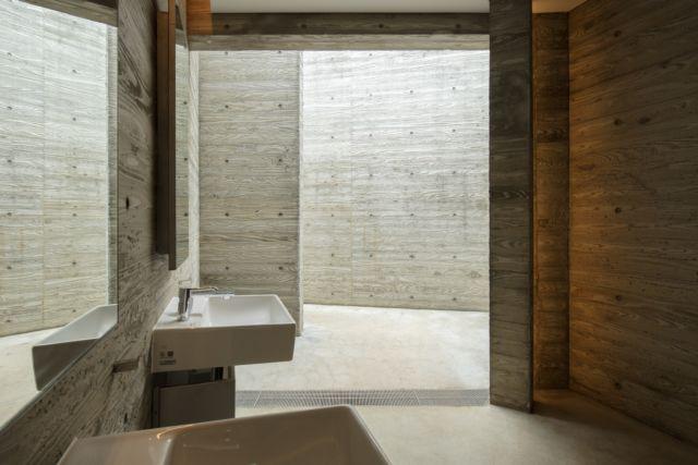 惠比寿公园公厕内部