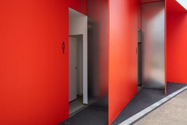 田村奈�[<a href=http://www.ccdol.com/ target=_blank class=infotextkey>设计</a>的公厕入口