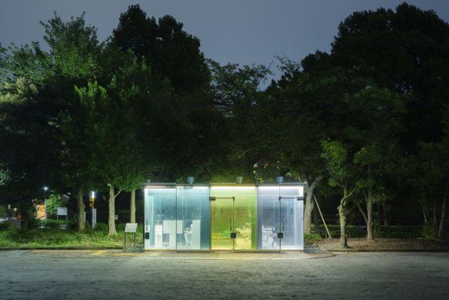春之小川社区公园的公厕,在夜幕下变为照明设施
