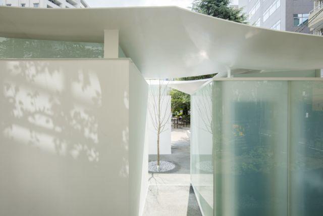 """日本建筑师��文彦为惠比寿东公园<a href=http://www.ccdol.com/ target=_blank class=infotextkey>设计</a>的""""乌贼厕所""""带有中心庭院"""