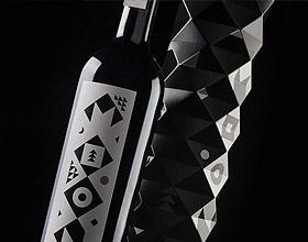 立陶宛Moon Wine葡萄酒包装设计
