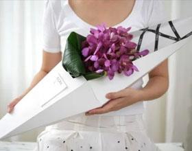 22个精美的花卉包装设计
