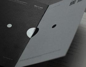 黑色调的中英剧团演出画册设计