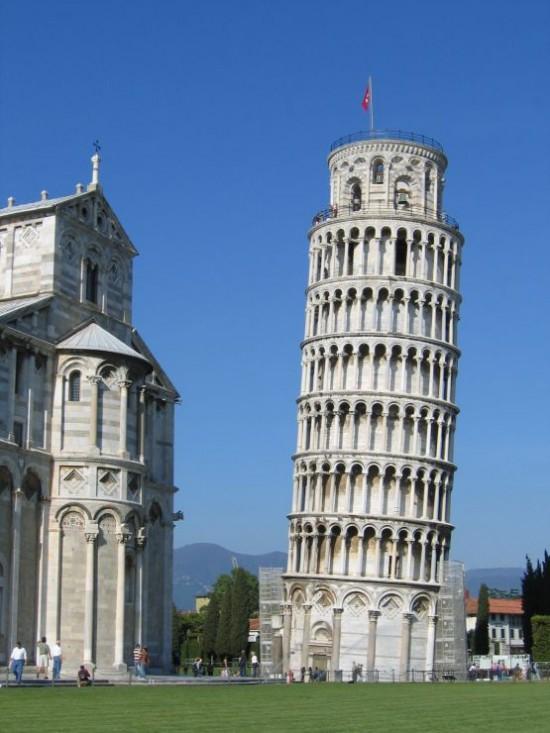 比萨斜塔花了300年时间建造