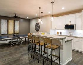 14个令人惊叹的地下室厨房装修案例