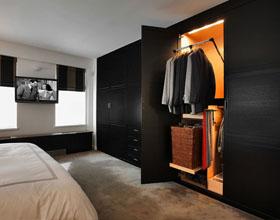 14个打造节省空间的衣橱门的想法