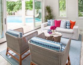 彻底的蓝色美学-令人惊叹的独立式泳池房